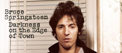 Portada del álbum, Darkness on the Edge of Town