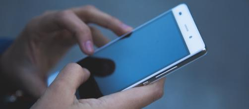 Un teléfono móvil explota en las manos de un joven en Vigo - Voltaico - lavozdegalicia.es