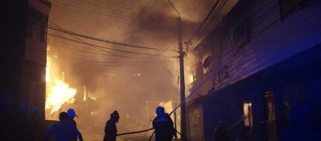 Doce muertos, 10.000 evacuados y 2000 casas destruidas en un ... - 20minutos.es