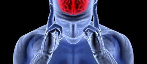 Mulher que ouve vozes 'divinas' descobre tumor após de automutilar