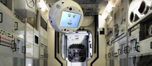 "Conozca a CIMON, un asistente espacial ""flotante"" para astronautas"