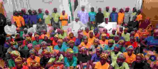 Nigeria confirma liberación de un centenar de niñas secuestradas por Boko Haram