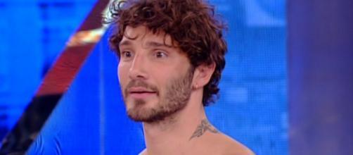 Gossip: Stefano De Martino è davvero single? Mara Venier lo smentisce.