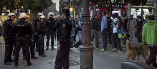 Policías municipales de Madrid en el barrio de Lavapiés donde han vuelto a surgir enfrentamientos con los inmigrantes. (Wikimedia Commons)