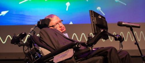 Stephen Hawking trabaja en una sonda espacial que podría alcanzar ... - rtve.es