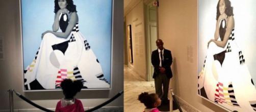 Usa, lo stupore della bimba afroamericana davanti al ritratto di Michelle Obama (Foto - repubblica.it)
