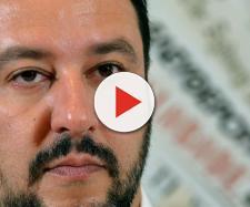 Si rifiuta di servire Salvini e viene licenziata.