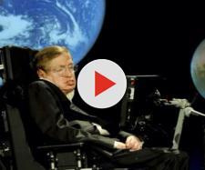 Stephen Hawking teorizza la fine dell'universo.