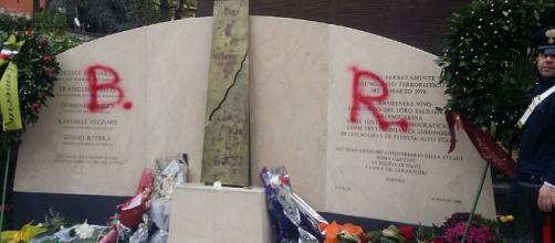 A Roma imbrattata lapide Aldo Moro in via Fani: spunta scritta 'Br ... - dire.it