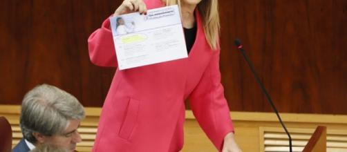 """Cristina Cifuentes aporta la documentación que avala la """"legalidad"""