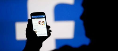 Facebook en el ojo del huracán después de desvelarse un escándalo que involucra los datos de sus usuarios.