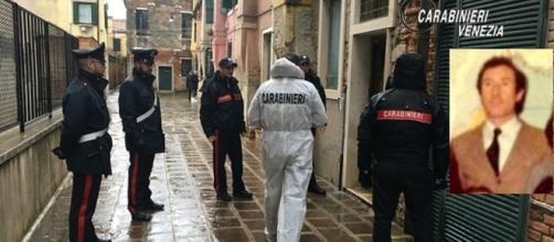 I carabinieri davanti alla casa di Lellio Boschetti ( nel riquadro)