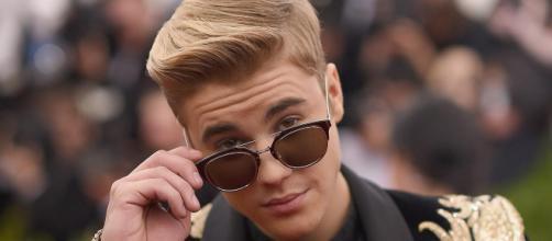 Justin Bieber es descubierto junto a una rubia misteriosa