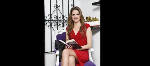Lorena Álvarez escritora del libro nighlights