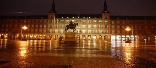 Plaza Mayor de Madrid, de noche.