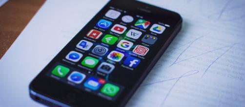 Image of a smartphone via Pixabay