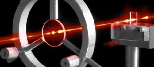 Un eccezionale esperimento di fisica per trasformare la luce in materia (fonte sciencealert.com)