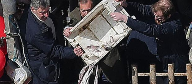 Brexiteers dump fish in Thames to protest at EU deal ... - silkroadgazette.com