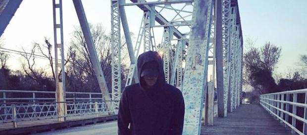 Child Michael Murray returns to 'Tree Hill' bridge. [Image Credit: ChadMurray15/Instagram]