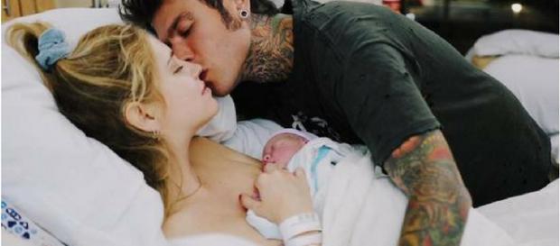 Fedez e Chiara Ferragni insieme al loro piccolo Leone Lucia