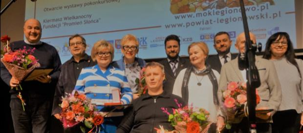 Kapituła orderu 'Przyjaciel Niepełnosprawnych' oraz kawalerowie orderu (fot. Jerzy Jastrzębski)