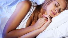 Formas de dormir que realmente pueden ayudarte a mantenerte en forma