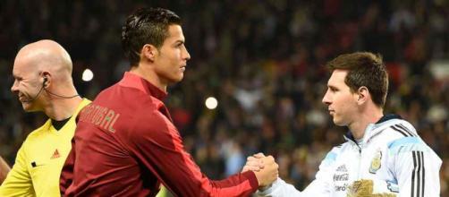 Cristiano Ronaldo e Messi com suas seleções