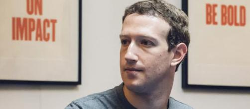 Parlamento británico pide comparecencia de Mark Zuckerberg