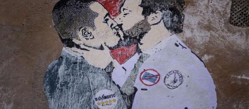 Salvini-Di Maio innamorati?: a Roma spunta un particolare murales