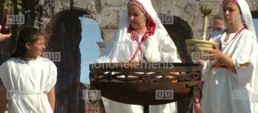 Vestales romanas en la celebración ritual de la Palilia, en honor a la fundación de Roma