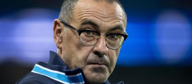 Maurizio Sarri debería seguir entrenando al equipo.