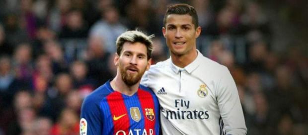 Ronaldo a un euro más de superar a Messi