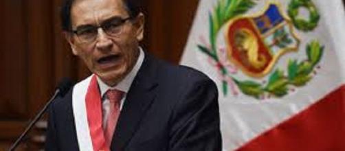 Vizcarra asume presidencia de Perú