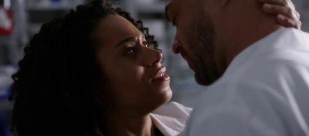 A Grey-Sloan Memorial Hookup has never been so akward to watch. [Image Credit: TVPromos/YouTube screencap]