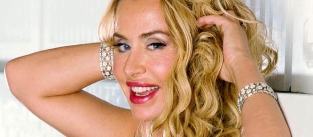 Valeria Marini minaccia di lasciare l'Isola dei Famosi