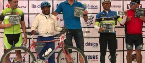Bicicleta vieja, panadero, gana carrera ciclista, mexico - yahoo.com