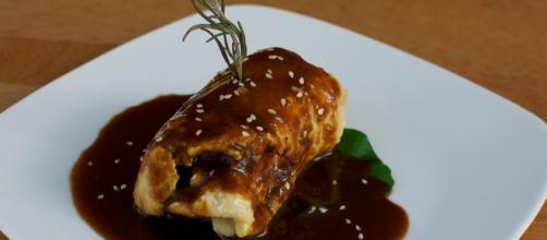 Chasseur es una salsa típica de la cocina francesa que contiene entre sus ingredientes champiñones cortados en láminas