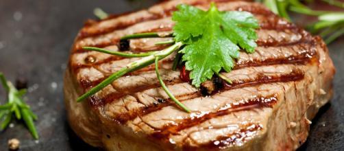 Comer carne procesada como salchichas, hamburguesas o embutidos aumenta el riesgo de sufrir cáncer