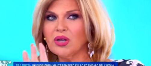 Domenica Live, Nadia Rinaldi ipnotizzata da Giucas Casella