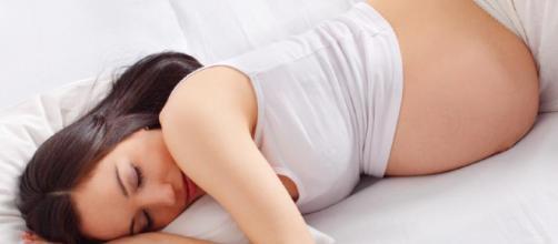 ¿Dormir posiciones durante el embarazo - espalda, estómago o costado?