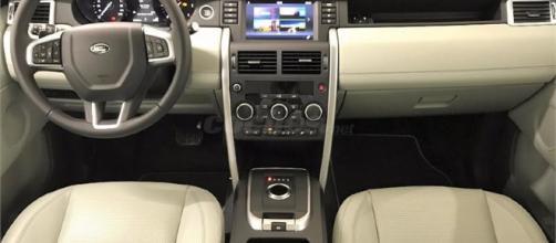 El Range Rover Sport convertido puede dirigirse, acelerar y reducir la velocidad, detenerse en las luces rojas y moverse cuando se pongan verdes