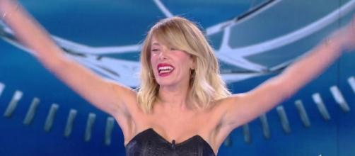 L' Isola dei famosi | Alessia Marcuzzi umiliata da Striscia la notizia