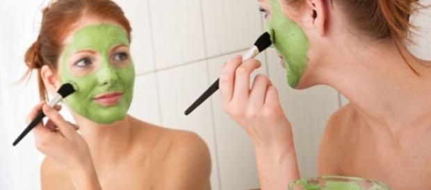 Los cuidados frecuentes en el rostro previenen el acné.