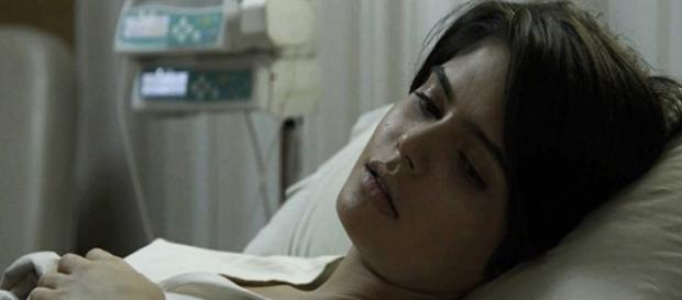 Adriana é desenganada pelos médicos em O Outro Lado do Paraíso (Foto: TV Globo)