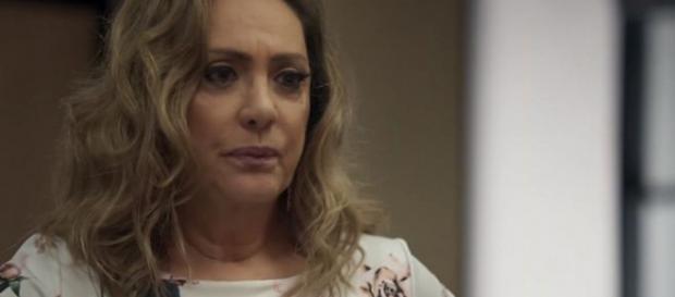 Em ''O Outro Lado do Paraíso'', Nádia se assusta ao ver que neto nasceu negro e cena bomba na web