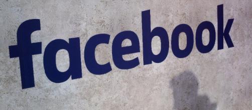 Caen acciones de Facebook por escándalo de robo de datos