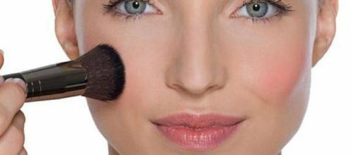 El rubor se debe aplicar según la forma del rostro. - facilisimo.com