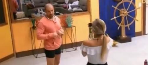 Kaysar faz gesto obsceno para Jéssica no ''BBB18'' (Captura de vídeo)