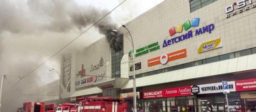 Maxi incendio in centro commerciale in Siberia: 48 morti di cui 41 bimbi