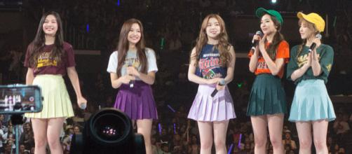 South Korean girl band Red Velvet on stage in KCON 2015 (Image credit – Clay Gilliland, Wikimedia Commons)